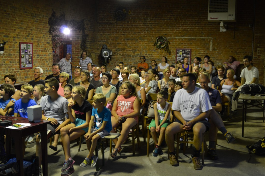 La soirée a débuté par la projection d'un diaporama : l'animateur nature du CEN a ainsi répondu à toutes les interrogations des participants (Photo : CAMVS)